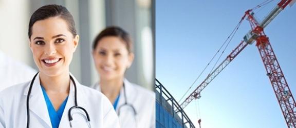 Links zwei Ärztinnen im Porträit, rechts ein Baukran an einem Glasgebäude