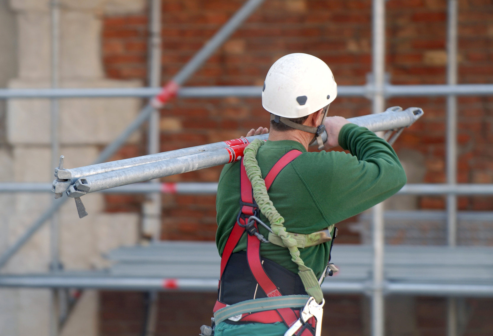 Bauarbeiter am Baugerüst