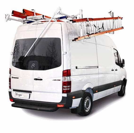 Fahrzeug mit Dachträgersystem für den Leitertransport
